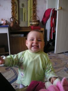 Петрова Полина (1 год). Очень мамочку люблю, Ей улыбку подарю, И капризничать не буду, Улыбаться не забуду!
