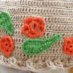 Шапка со цветами для девочки крючком