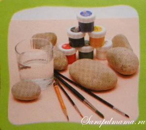 Поделки с детьми - рисование красками на камнях